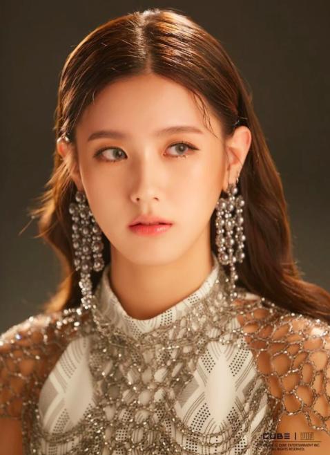 Netizen đồn đoán lý do thực sự khiến Miyeon ((G)I-DLE) không thể debut cùng BLACKPINK: Một nhóm không thể tồn tại đến 2 nữ hoàng nhan sắc? - Ảnh 3.