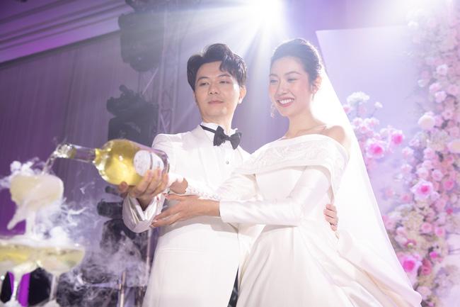 Sexy nhất dàn khách mời đám cưới Thúy Vân, Tường Linh lại bị soi thấu một chi tiết lộ liễu kém duyên - Ảnh 1.