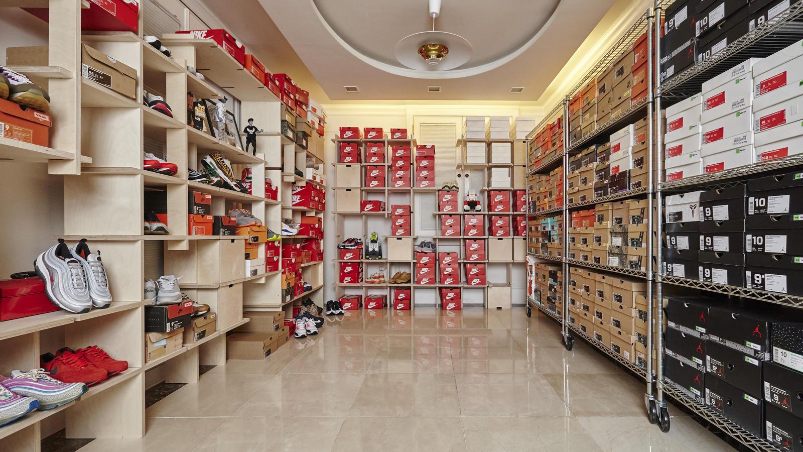 Nam thần Park Hae Jin cũng là đầu giày chính hiệu: Sở hữu 1.800 đôi sneaker, phòng để giày hệt như kho hàng của các shop - Ảnh 2.