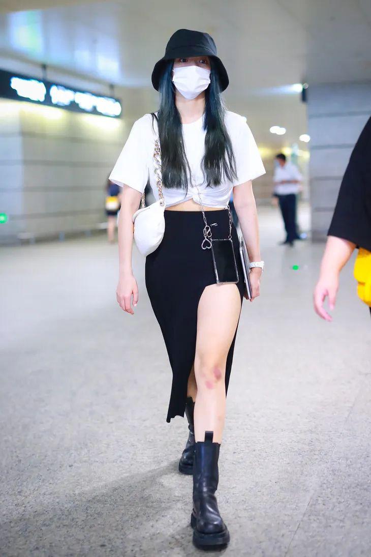 Hội chị em thấp bé phải học ngay các mỹ nhân nổi tiếng cách diện chân váy xẻ, trông cao ráo hơn mà điểm sexy cũng tăng vù vù - Ảnh 4.