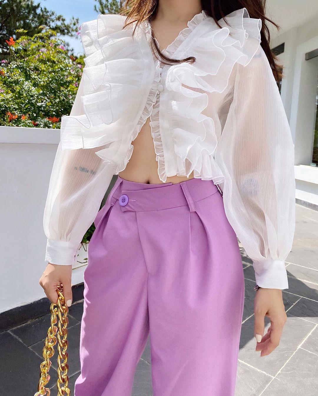 """Áo blouse xếp bèo thấy """"bánh bèo"""" nhưng diện lên rất xinh, 10 item giá """"mềm"""" chỉ từ 220k sẽ khiến bạn khó kìm lòng - Ảnh 9."""