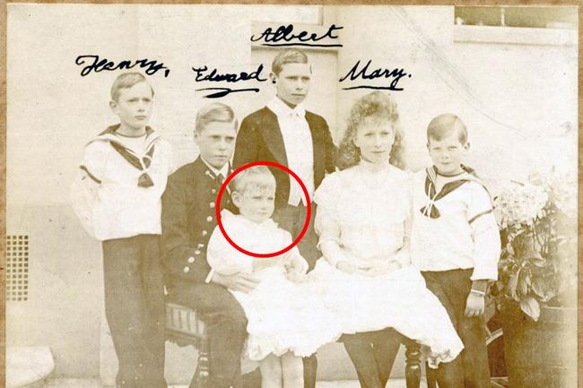 Vén màn bí mật về Hoàng tử mất tích của nước Anh: Chỉ hiện diện đến năm 4 tuổi rồi biến mất không dấu vết, cậu bé có thực sự tồn tại? - ảnh 1