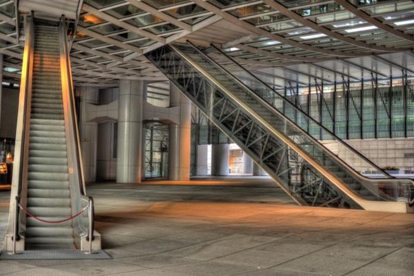 """Một phút khó hiểu: Tại sao các tòa nhà cao tầng ở Hong Kong lại hay có """"lỗ thủng"""" ở giữa vậy nhỉ? - ảnh 4"""