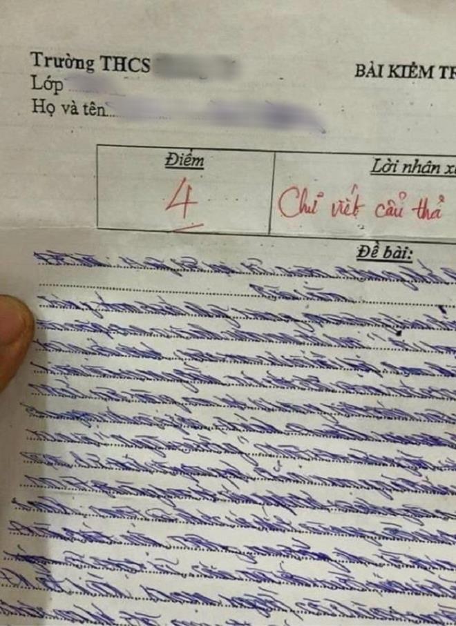 Làm bài kiểm tra Văn nhưng chữ xấu ngả nghiêng, cô giáo phê cực gắt khiến cậu học trò phải tự thấy nhột - ảnh 1
