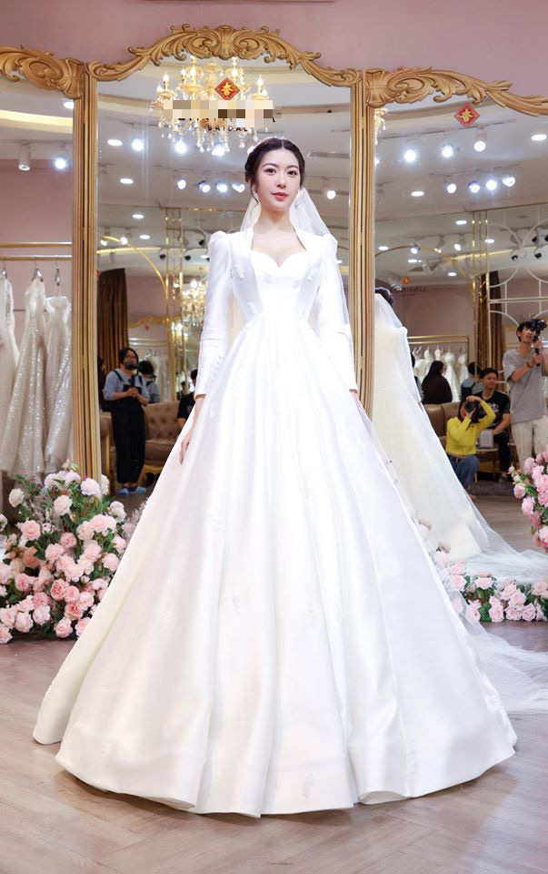 Thuý Vân chính thức hé lộ váy cưới: Lộng lẫy, gợi cảm thế này đích thực là cô dâu được mong chờ nhất tháng 7 rồi! - ảnh 1