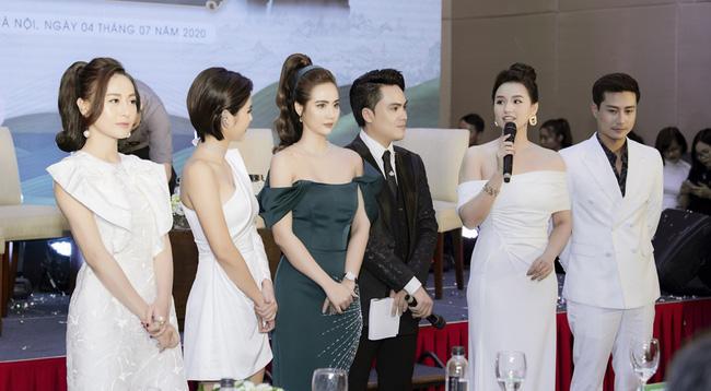 Dàn sao đến chúc mừng Huyền Lizzie lên chức CEO, Thanh Sơn gây chú ý khi tình tứ với ai kia không phải Quỳnh Kool? - ảnh 5