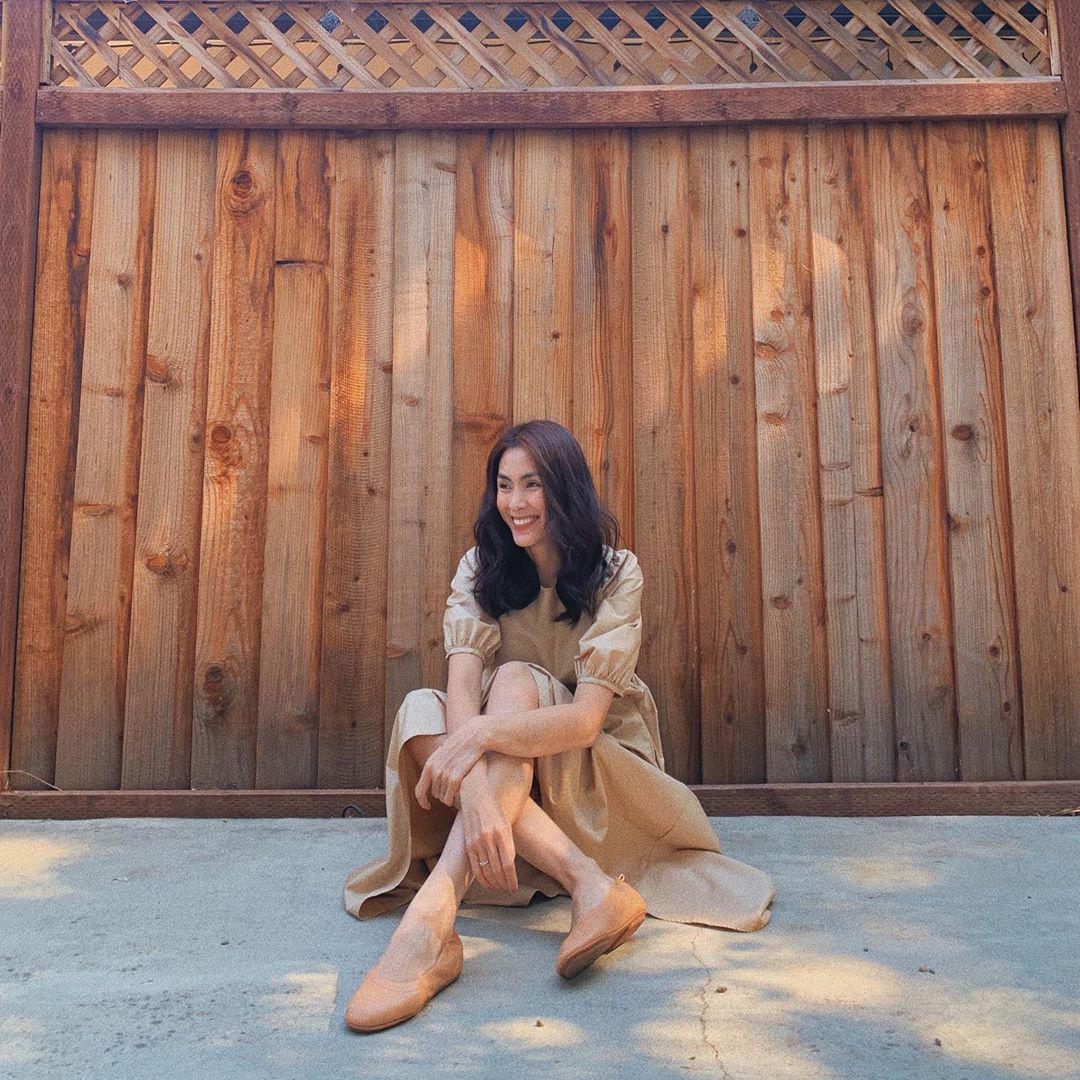 Cứ tưởng Hà Tăng chuyên diện giày đế thấp vì không màng chuyện hack dáng, thực ra cô toàn chọn những đôi siêu kéo chân - Ảnh 2.