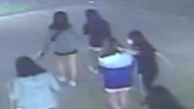Vụ nữ sinh bị bạo hành tập thể 4 tiếng chỉ vì thái độ khó ưa gây bức xúc Hàn Quốc, hung thủ nhận phạt nhẹ nhàng nhờ thế lực gia đình? - ảnh 2