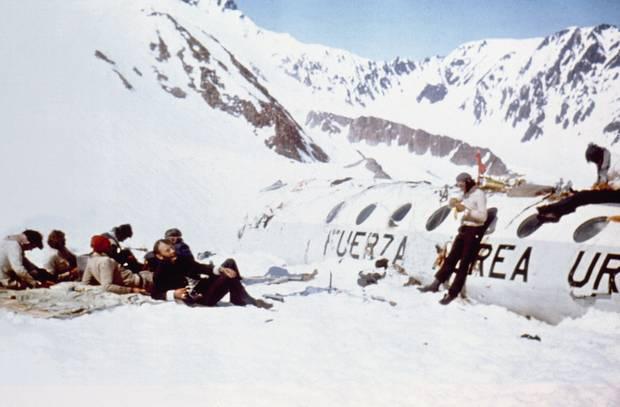 Lời kể nạn nhân vụ rơi máy bay ám ảnh nhất lịch sử: Phải ăn tử thi để sống, mang nỗi day dứt đến chết không thể nguôi ngoai - ảnh 6
