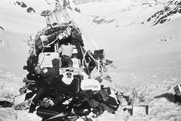 Lời kể nạn nhân vụ rơi máy bay ám ảnh nhất lịch sử: Phải ăn tử thi để sống, mang nỗi day dứt đến chết không thể nguôi ngoai - ảnh 9