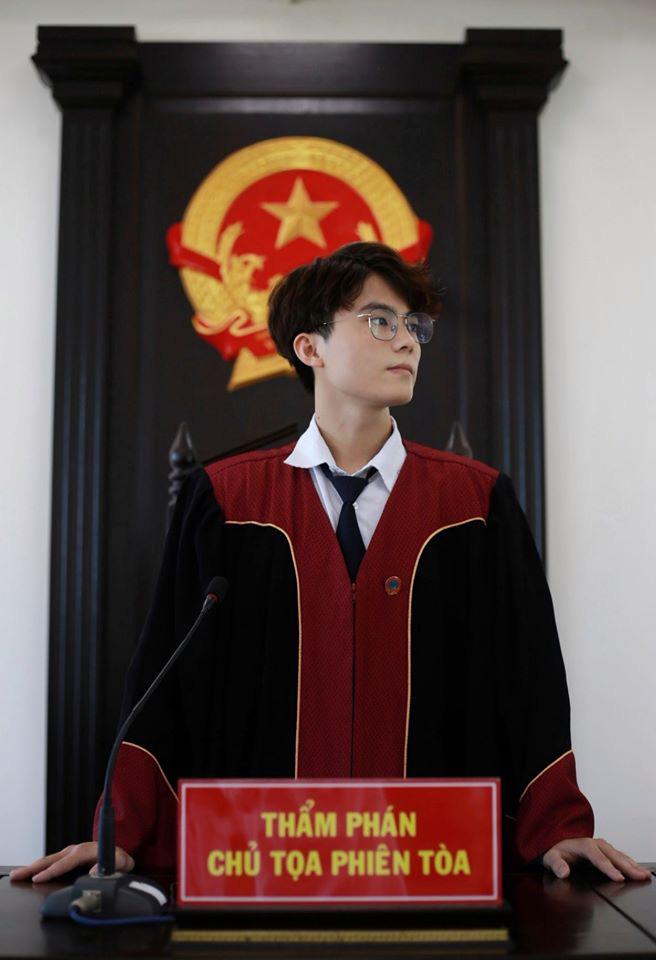 Nam sinh 1999 gây xôn xao khi ngồi ghế Thẩm phán, đẹp trai như tài tử Hàn Quốc - ảnh 1