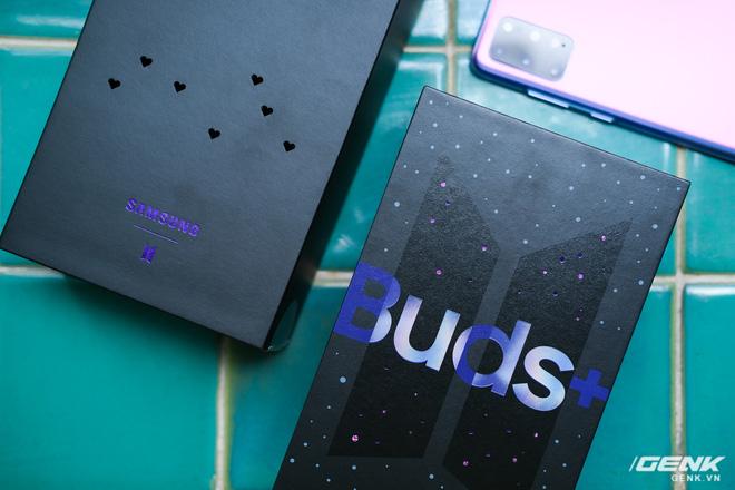Mở hộp tai nghe Galaxy Buds+ phiên bản BTS: Hộp sản phẩm to bất ngờ, bóc mỏi tay mới biết có nhiều quà kèm theo dành cho A.R.M.Y - ảnh 2
