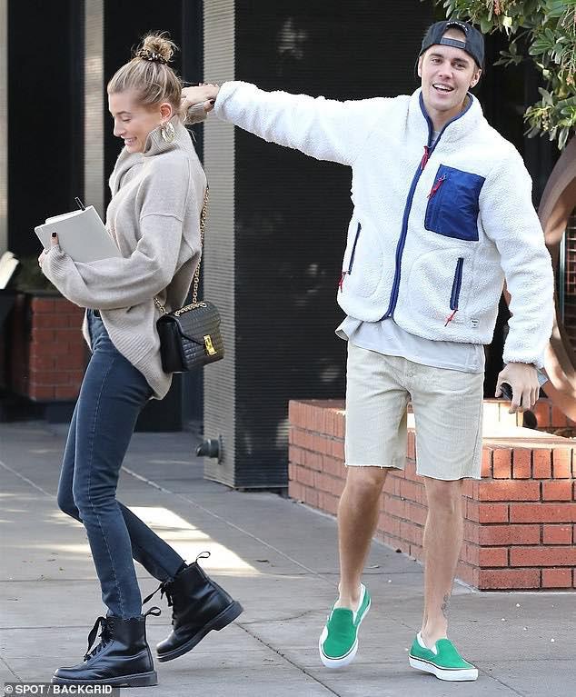 Là hoàng tử nhạc Pop, Justin Bieber sẵn sàng làm nền, giúp việc cao cấp kiêm vác đồ cho vợ thoả sức đẹp xinh - ảnh 9