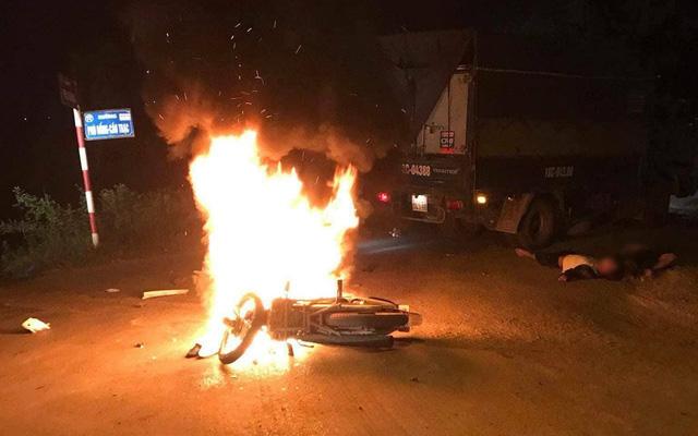 Điều tra vụ một thanh niên bị tưới xăng đốt giữa đường ở Nghệ An