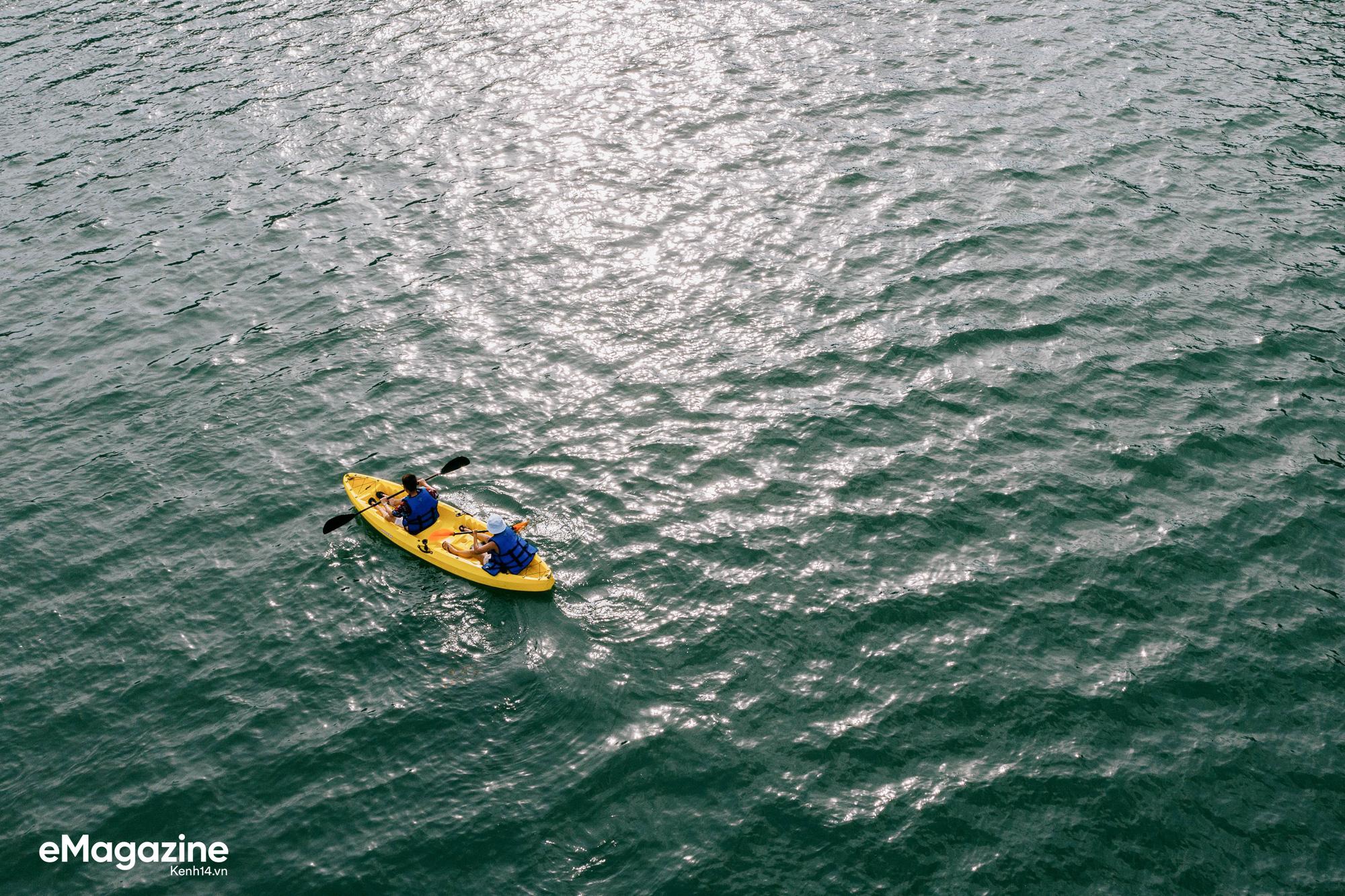 Trải nghiệm vịnh Lan Hạ đẹp như thơ trên du thuyền 5 sao để nhận ra: Đi du lịch ở Việt Nam có thể đẳng cấp chẳng kém chỗ nào! - Ảnh 13.