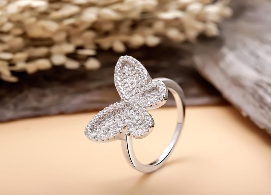 Bắt trend theo Jennie, Chi Pu… hội sành mặc phải sắm ngay các item hình bươm bướm để diện cho xinh và chuẩn mốt - Ảnh 16.