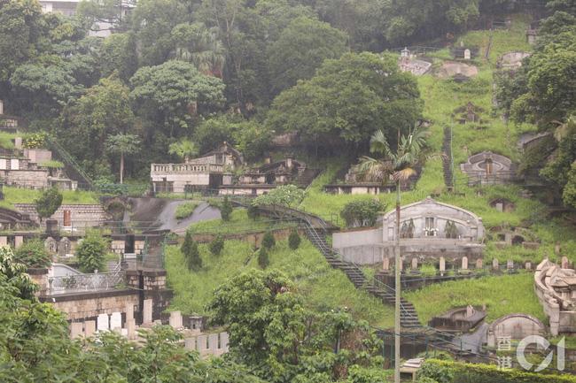 Vì sao vào năm sau linh cữu của Vua sòng bài Macau Hà Hồng Sân mới được an táng và phải được chôn ở nghĩa trang đặc biệt của gia tộc? - ảnh 2