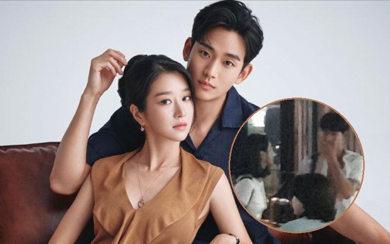 """Lộ ảnh Seo Ye Ji mặc đồng phục nữ sinh siêu cưng ở hậu trường Điên Thì Có Sao, đã thế còn """"vùi dập"""" Kim Soo Hyun tơi tả"""