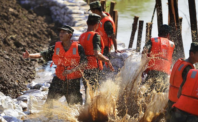 Trung Quốc: Vỡ đê Trường Giang vì mưa lớn, hơn 9.000 người chạy lũ ...