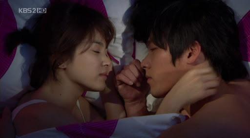 Loạt khoảnh khắc ngọt ngào giữa Song Hye Kyo - Hyun Bin sau 10 năm xem lại vẫn mê mẩn - ảnh 8