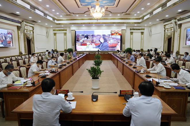 TP HCM: Hơn 800 người bị phạt do không đeo khẩu trang nơi công cộng - ảnh 1