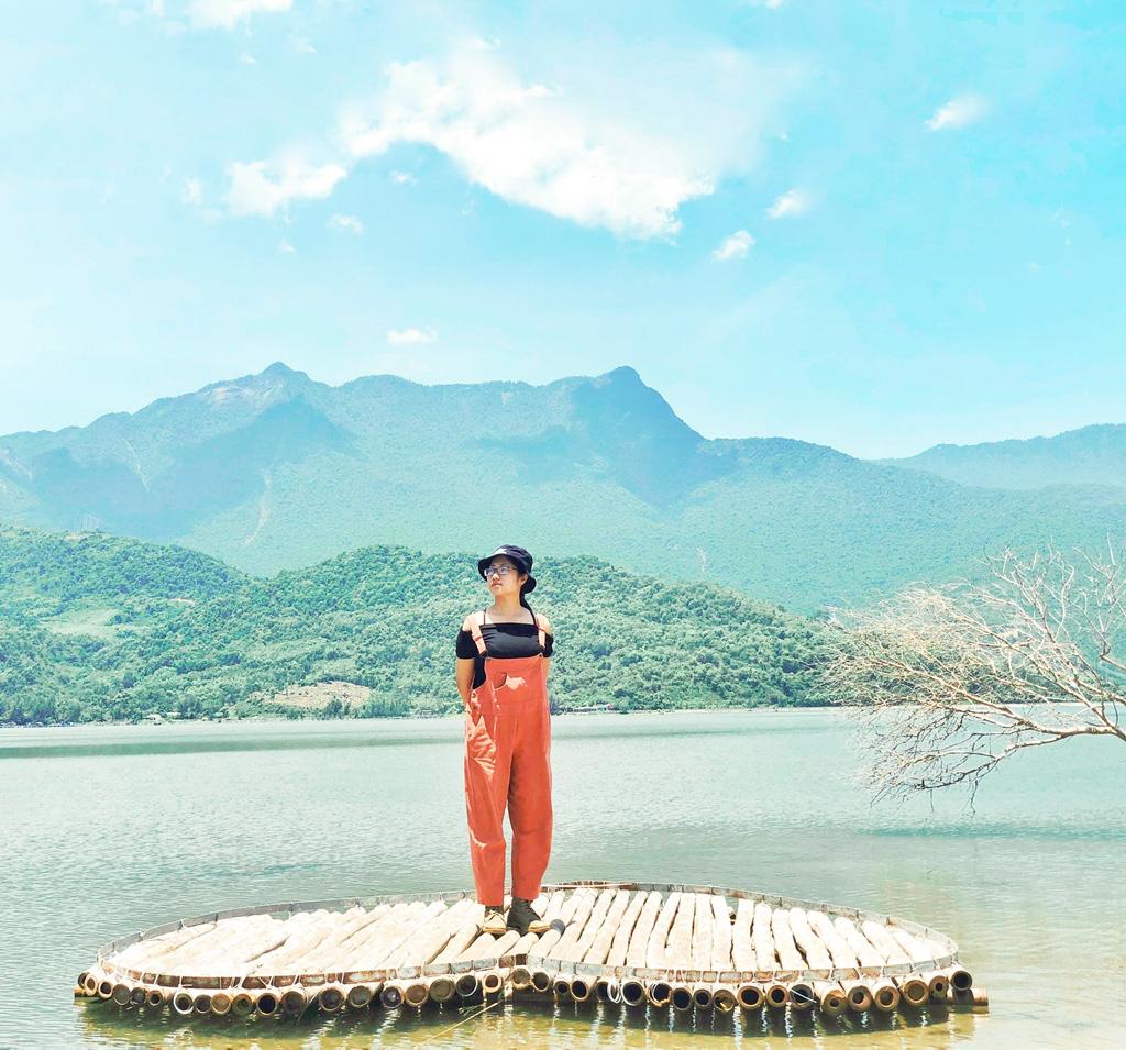 Cô nàng độc thân 26 tuổi lần đầu đi xuyên Việt bằng xe máy với 7 triệu và 17 ngày: Cả tuổi trẻ dành để đi bụi, sống không dũng cảm uổng phí thanh xuân! - Ảnh 12.