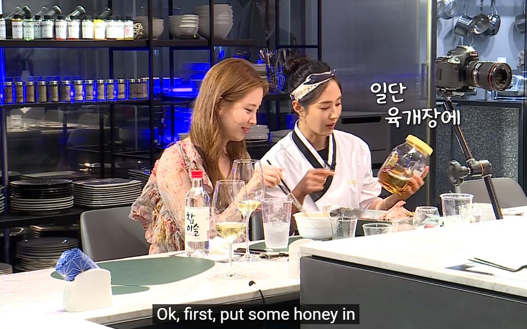 Em út Seohyun một lần nữa ăn cú lừa từ các chị SNSD vì tội đến trễ trong ngày tái ngộ