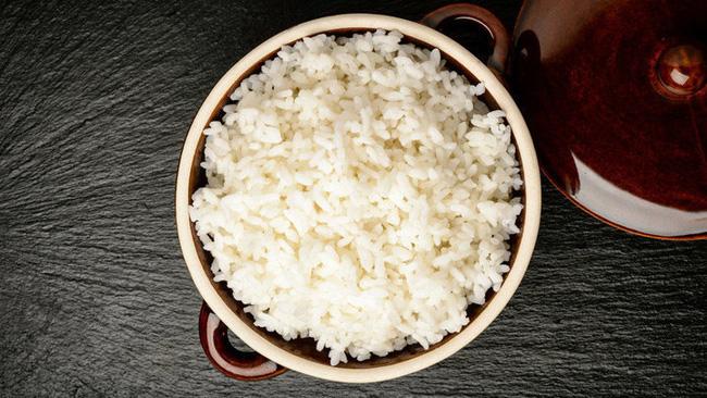 Nấu cơm bỗng dưng trở thành trào lưu hot trên mạng xã hội nhưng cách người phương Tây xử lý gạo và nước lại luôn khiến dân châu Á sửng sốt - Ảnh 4.