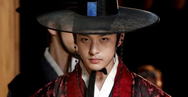 Lời nguyền 10 năm bủa vây dàn sao nam Sungkyunkwan Scandal: Hết bê bối chấn động đến tự tử, Song Joong Ki ồn ào nhất - ảnh 17