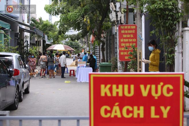 Lịch trình 10 ca Covid-19 tại Đà Nẵng: Có người là bác sỹ tiếp xúc với 4 bệnh nhân, người làm bảo vệ bến xe, đi chợ, chạy bộ tại bãi biển - ảnh 1