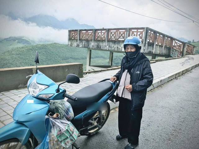 90 tuổi vẫn phượt lên Sapa bằng xe máy, cụ bà siêu chất khiến cộng đồng mạng trầm trồ thán phục - Ảnh 1.