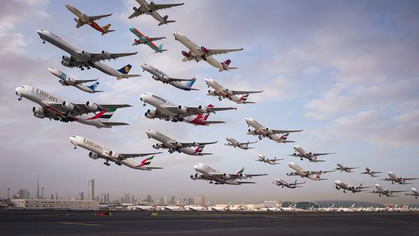 Ngoạn mục hàng trăm máy bay cất cánh cùng lúc như thể tắc đường hàng không cùng loạt khoảnh khắc ở sân bay khiến ai cũng há hốc - ảnh 3