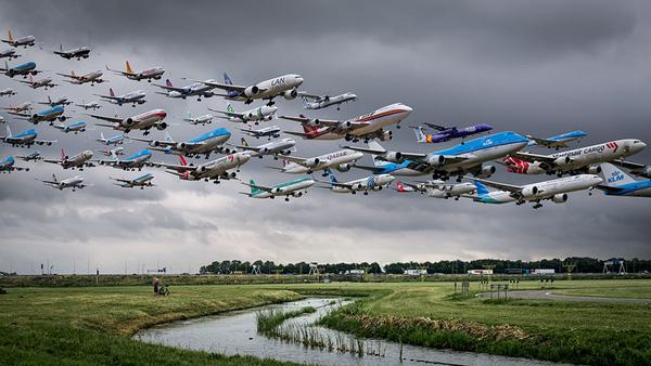 Ngoạn mục hàng trăm máy bay cất cánh cùng lúc như thể tắc đường hàng không cùng loạt khoảnh khắc ở sân bay khiến ai cũng há hốc - ảnh 7