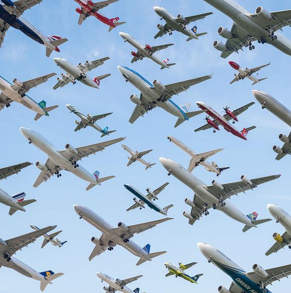 Ngoạn mục hàng trăm máy bay cất cánh cùng lúc như thể tắc đường hàng không cùng loạt khoảnh khắc ở sân bay khiến ai cũng há hốc - ảnh 8
