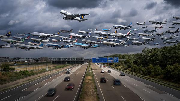 Ngoạn mục hàng trăm máy bay cất cánh cùng lúc như thể tắc đường hàng không cùng loạt khoảnh khắc ở sân bay khiến ai cũng há hốc - ảnh 9