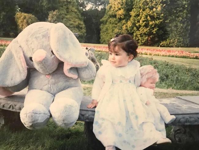 Nàng công chúa Dubai từng gây bão cộng đồng mạng bởi vẻ ngoài đẹp như thiên thần giờ đã trưởng thành với ngoại hình sáng chói - ảnh 1