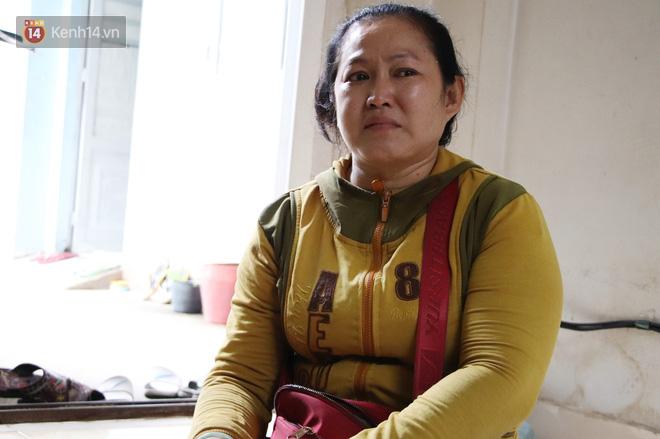 Bố bỏ nhà theo vợ nhỏ, bé trai 9 tuổi đi bán vé số khắp Sài Gòn kiếm tiền chữa bệnh cho người mẹ tật nguyền - ảnh 4