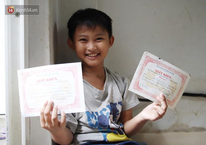 Bố bỏ nhà theo vợ nhỏ, bé trai 9 tuổi đi bán vé số khắp Sài Gòn kiếm tiền chữa bệnh cho người mẹ tật nguyền - ảnh 9