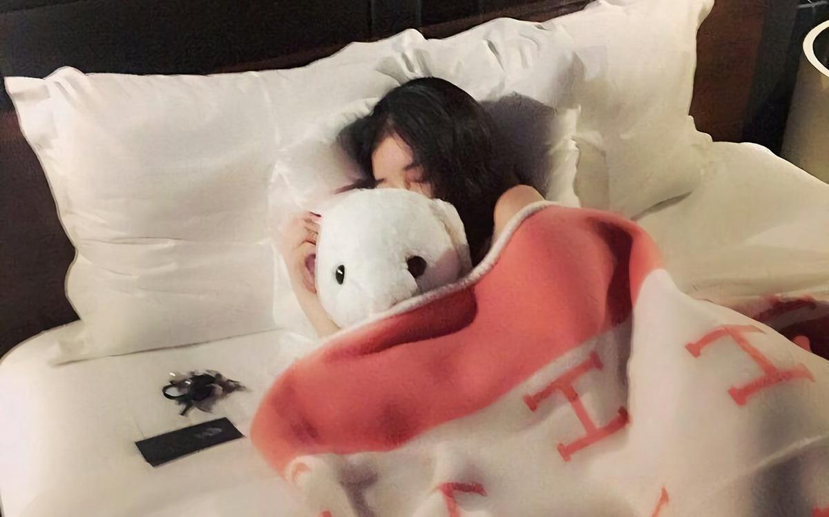 """Có 2 thứ nên đặt gần giường ngủ và 3 thứ nên để """"càng xa càng tốt"""", nhiều người không hề biết nên vô tình gây ảnh hưởng xấu tới sức khỏe"""