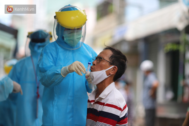Lịch trình của 14 ca Covid-19 mới ở Đà Nẵng: Có người tiếp xúc với 7 bệnh nhân khác, người đi xe buýt, dự hội nghị, ăn liên hoan - ảnh 2
