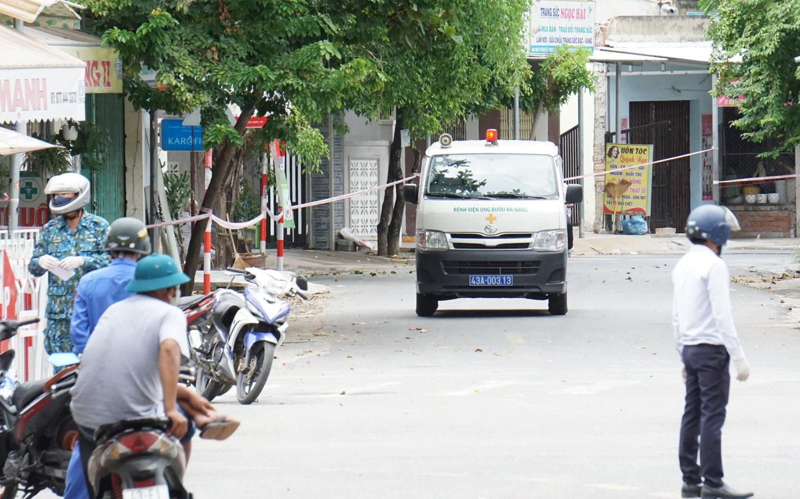 Lịch trình của 14 ca Covid-19 mới ở Đà Nẵng: Có người tiếp xúc với 7 bệnh nhân khác, người đi xe buýt, dự hội nghị, ăn liên hoan