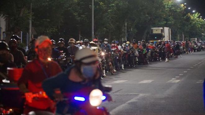 Dịch COVID-19 ngày 16/8: Việt Nam có 951 ca mắc; TP. Hải Dương nâng cấp độ cách ly, người dân không được ra khỏi thành phố - Ảnh 1.