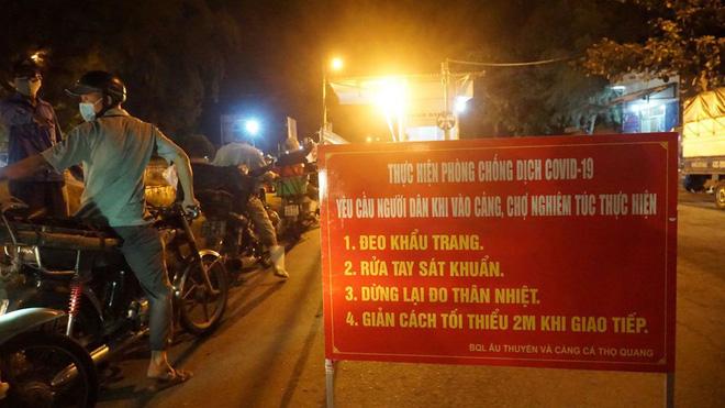 Dịch COVID-19 ngày 16/8: Việt Nam có 951 ca mắc; TP. Hải Dương nâng cấp độ cách ly, người dân không được ra khỏi thành phố - Ảnh 2.