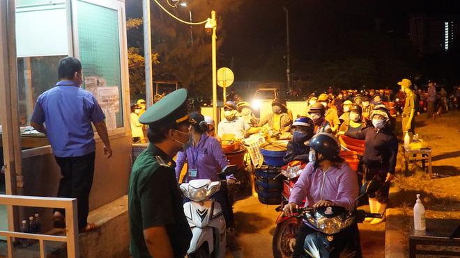 Dịch COVID-19 ngày 16/8: Việt Nam có 951 ca mắc; TP. Hải Dương nâng cấp độ cách ly, người dân không được ra khỏi thành phố - Ảnh 3.