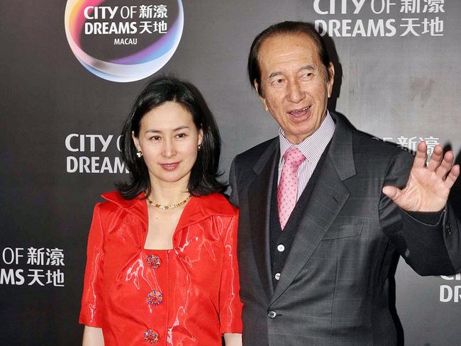 Chiêm ngưỡng loạt ảnh kiều diễm từ bé đến lớn của ái nữ mệnh phú quý Vua sòng bài Macau: Thuở thiếu nữ đẹp không khác mỹ nhân TVB - ảnh 1