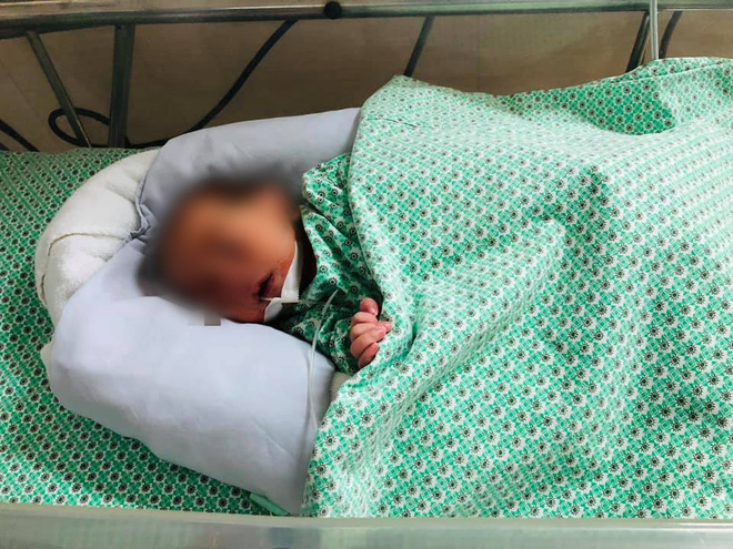 Công an Gia Lâm lên tiếng sau khi bị tố tranh công vụ giải cứu cháu bé sơ sinh mắc kẹt trong khe tường: Chỉ là sự nhầm lẫn - Ảnh 3.