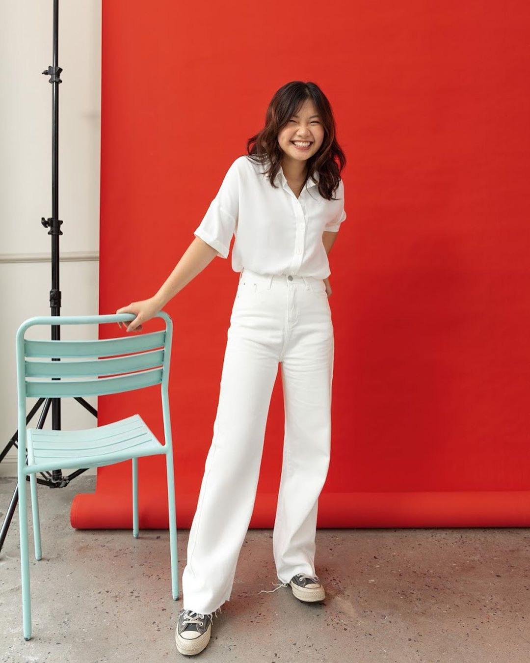 Cùng diện quần jeans: Mẹ bỉm sữa Triệu Lệ Dĩnh khoe style hack tuổi, Địch Lệ Nhiệt Ba hết mức cool ngầu - Ảnh 13.
