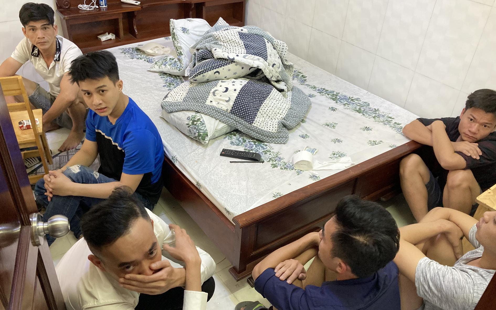 """Phát hiện nhóm """"dân chơi"""" tổ chức phê ma túy tại nhà nghỉ ở Sài Gòn"""