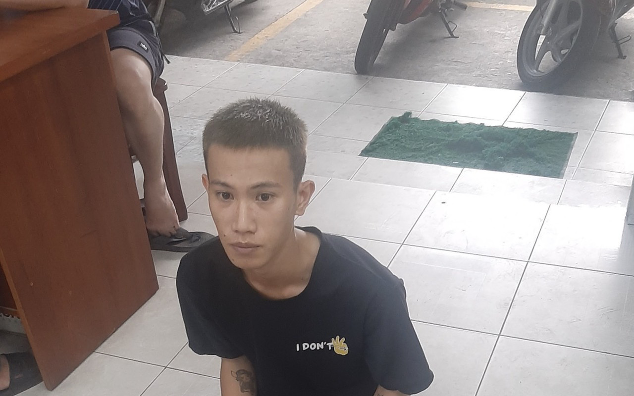 Nữ nhân viên cửa hàng tiện lợi bị thanh niên dùng dao khống chế lúc rạng sáng ở Sài Gòn