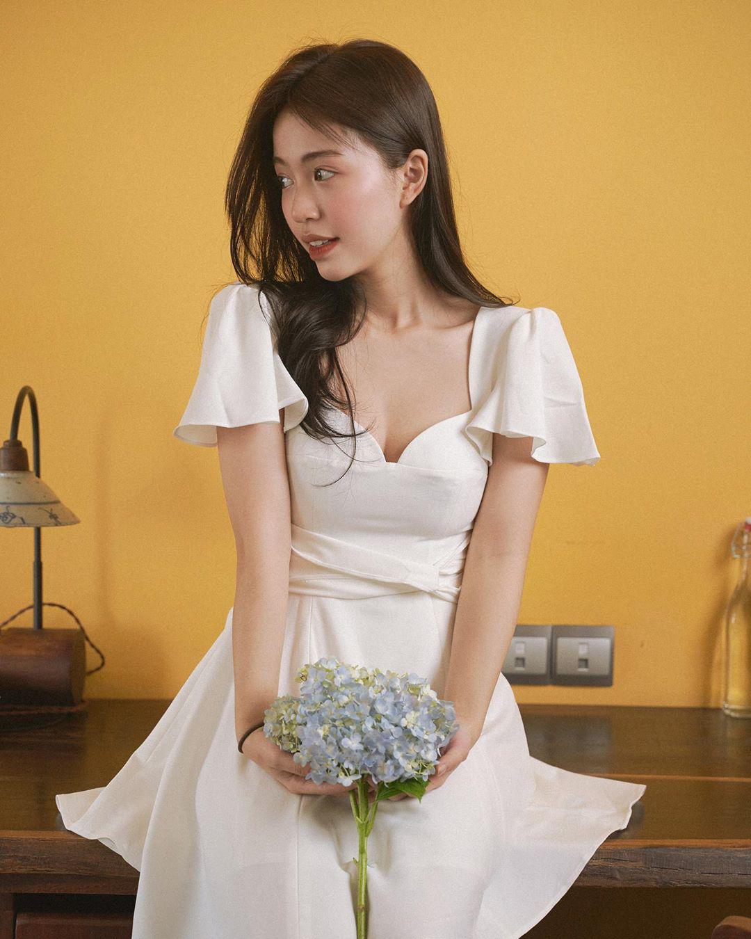 9 mẫu váy liền giúp các nàng có style xịn sò hẳn lên, diện đi chơi sống ảo không chê được điểm nào  - Ảnh 9.
